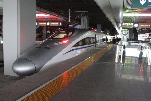 T.G.V. a la gare de Pekin