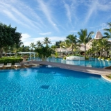 Main_Pool_sugar_Beach[1]