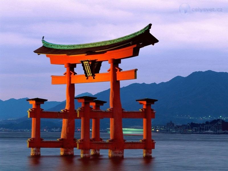grand-gate-itsukushima-shrine-miyajima-japan